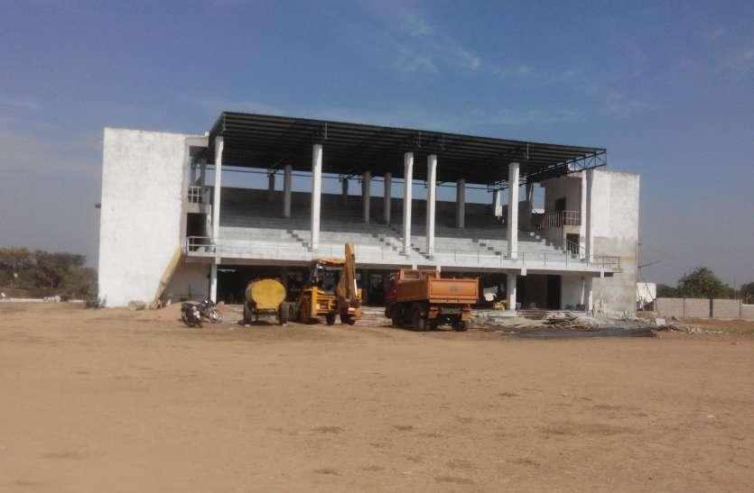 कछुए की चाल में जिला स्टेडियम का निर्माण, दो करोड़ की परियोजना तीन साल बाद भी अधूरी