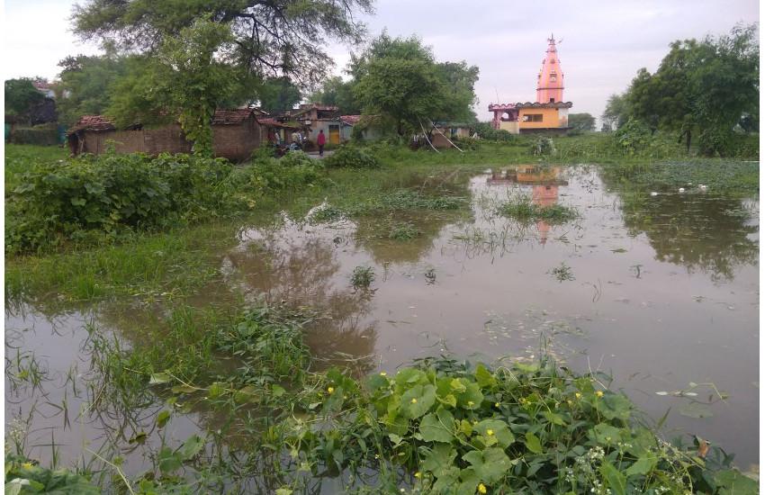 पांच गांवों के रास्ते बंद, घरों में घुसा पानी
