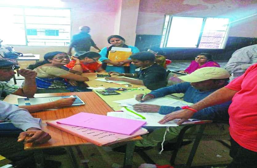 बीईओ और परियोजना अधिकारियों की बैठक, स्कूलों में पढ़ाई का हाल जाना कमरों को ठीक कराने पर जोर
