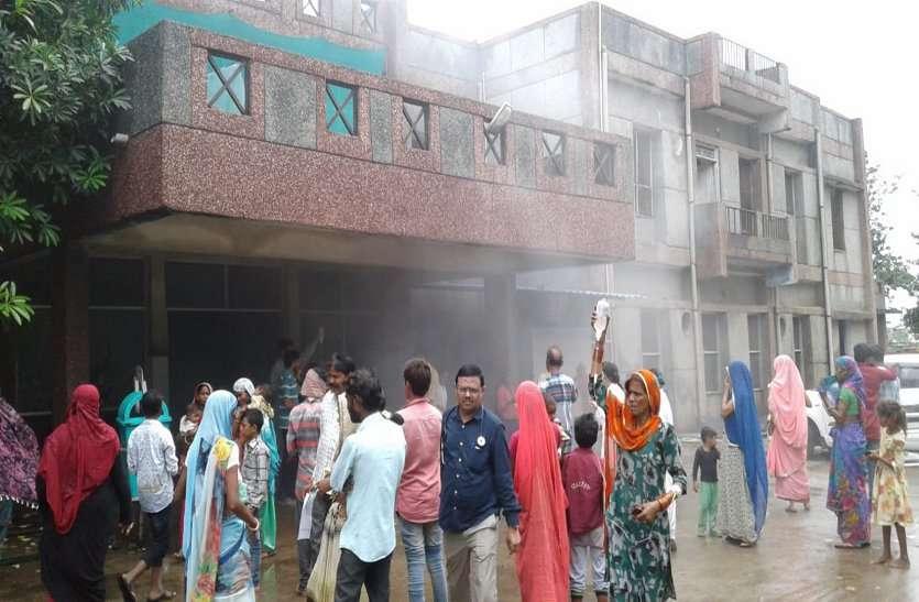अस्पताल में आग,घबराए मरीज ड्रिप लगाए बाहर की तरफ भागे