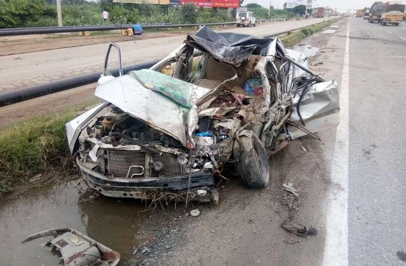 राजस्थान में NH-8 पर हुआ भीषण सड़क हादसा, कार व ट्रक की भिड़ंत में दो साल के बच्चे सहित छह लोगों की मौत