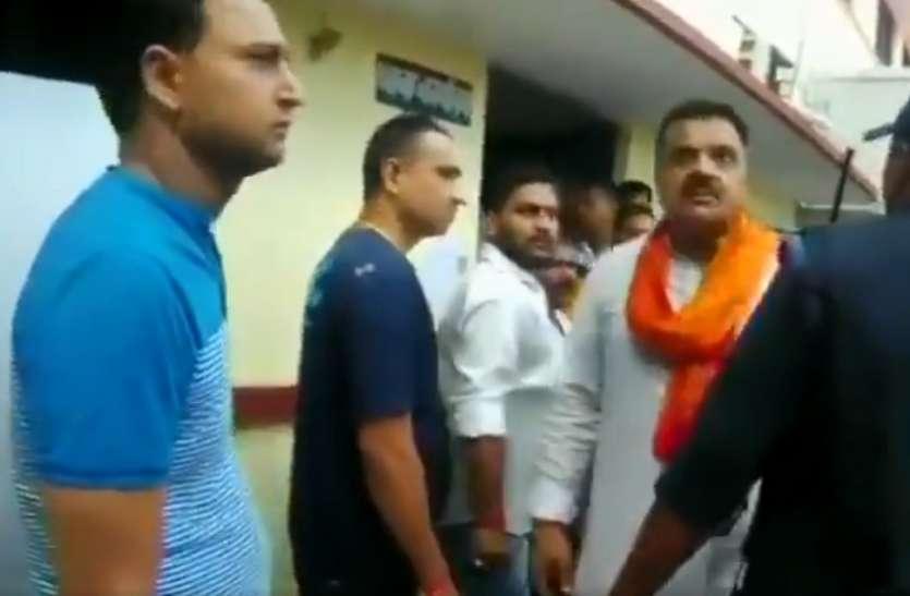 सत्ता के नशे में चूर बीजेपी विधायक राजकुमार ठुकराल, महिला इंस्पेक्टर को पीटने के लिए उठाया हाथ