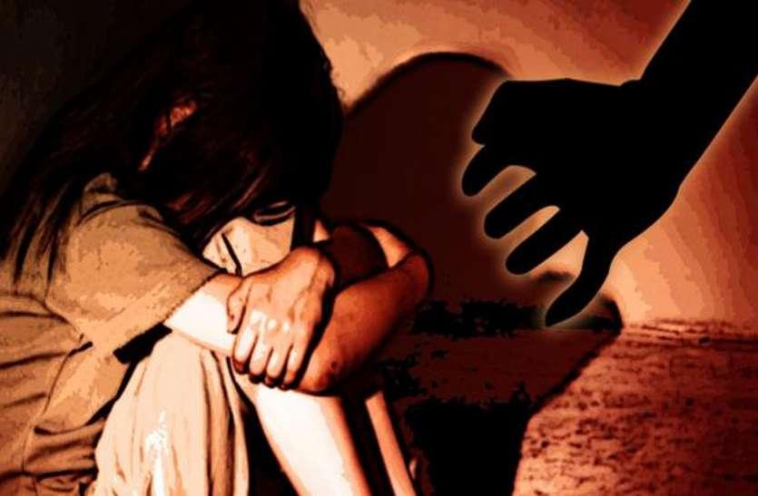 चाचा ने विवाहित भतीजी के साथ बस में किया बलात्कार