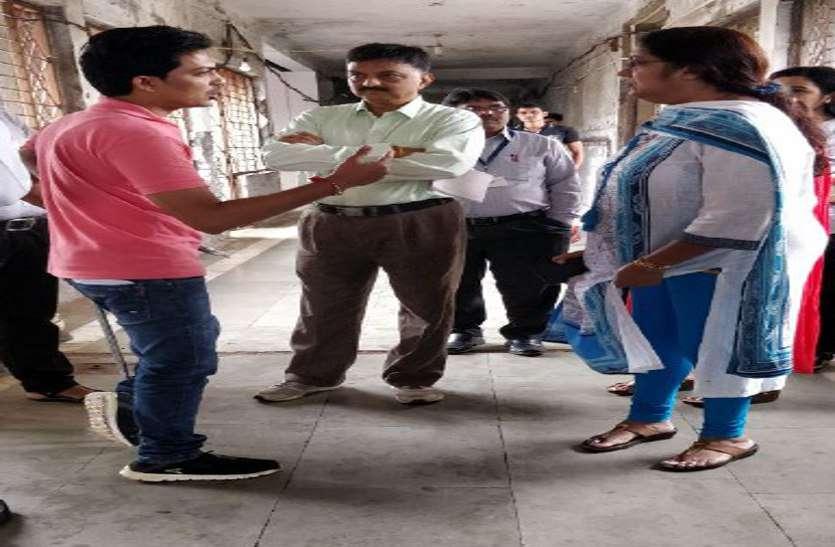 सीआरएम टीम का दौरा: कमियां नहीं काम का रिव्यू किया, इसी से तय होगी जिले की रेटिंग