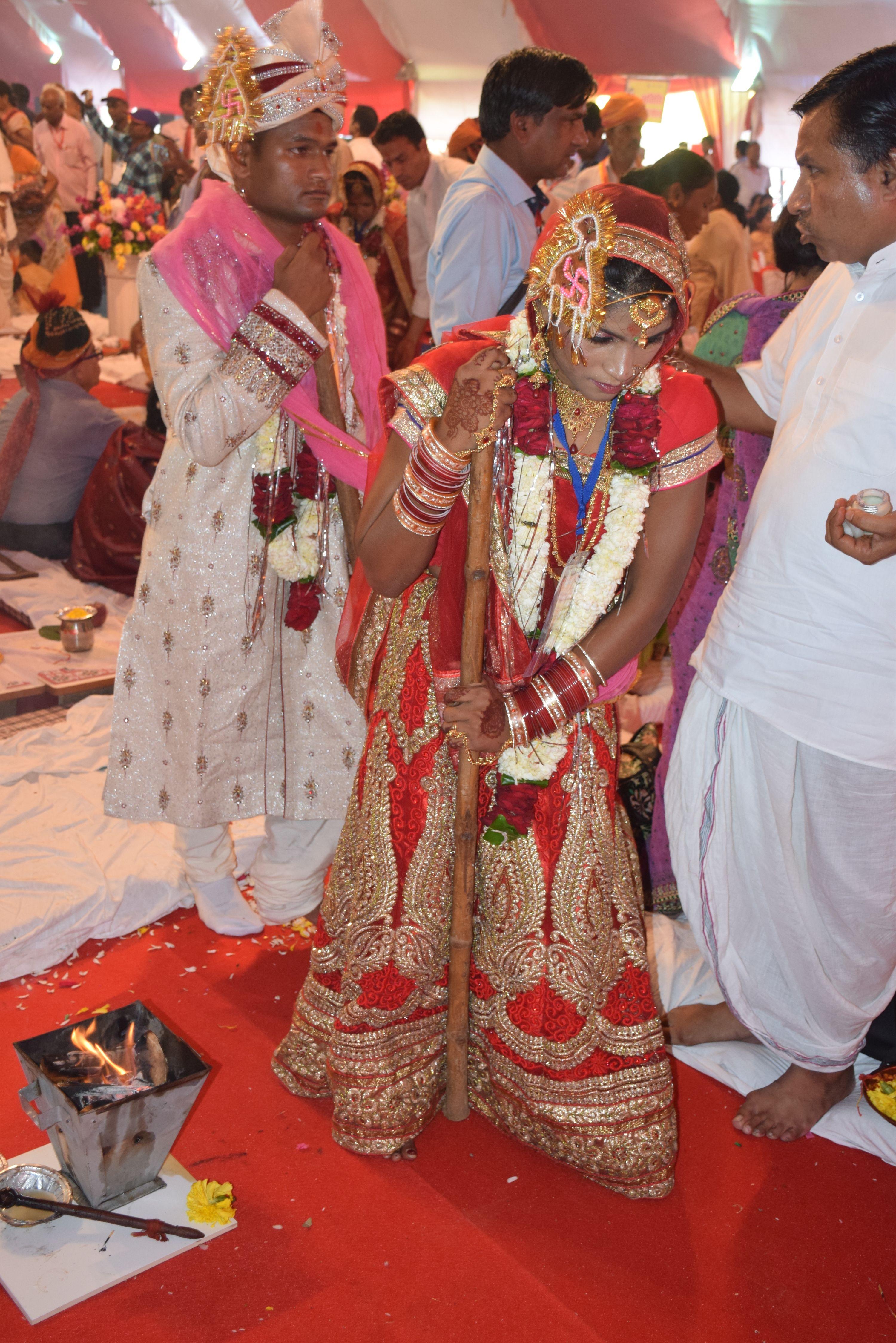 52 जोड़े पारम्परिक रस्मो रिवाज से सात जन्मों के बंधन में बंधे...31वां नि:शुल्क दिव्यांग एवं निर्धन सामूहिक विवाह