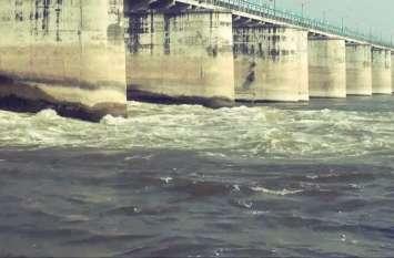 सवाधान : बाढ़ के बाद अब बढ़ रहा संक्रमण का खतरा