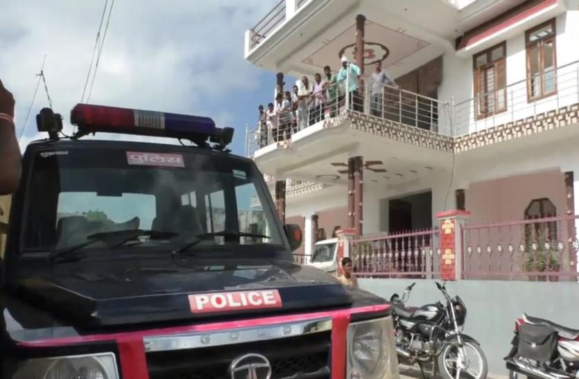 हापुड़ में यूपी पुलिस के दरोगा के घर डकैती, लूट ले गए 30 लाख रुपए की ज्वेलरी