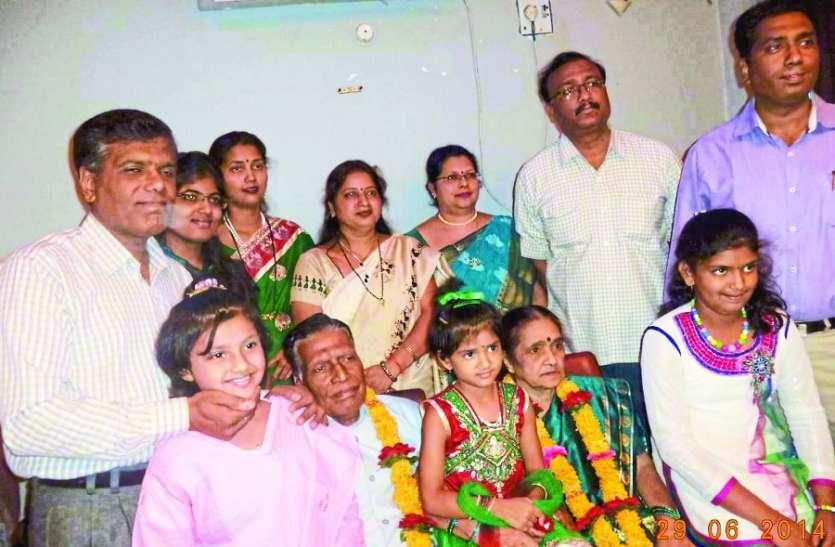 National Grand Parents Day : इस गांव में दादा की जिद से पहली बार गांव से पढऩे बाहर निकली थी पोतियां