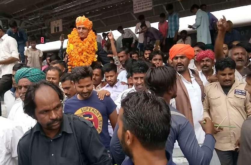 देश का दिल जीतकर जितेन्द्रसिंह पहुंचे बाड़मेर, रेल्वे स्टेशन पर हुआ स्वागत
