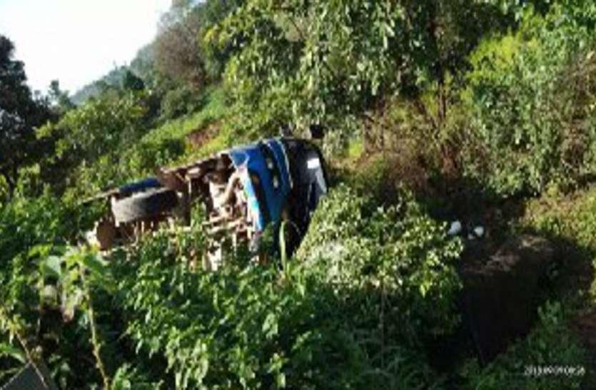 Breaking : रायपुर से बीजापुर की ओर जा रही यात्री बस गिरी खाई में, 1 दर्जन से ज्यादा यात्री घायल