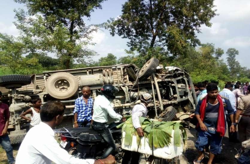 डीसीएम और बस की टक्कर में 11 यात्री गंभीर रूप से घायल