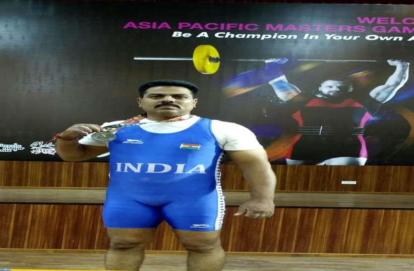 एएसआई मनोहर सिंह को एशियाई वेट लिफ्टिंग में रजत पदक