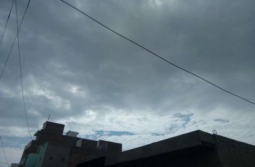 बादल छाए, बरसात की आस