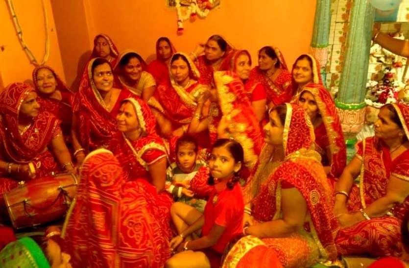 सांवरिया सेठ को लगाया छप्पन भोग, महिलाओ ने किए भजन कीर्तन