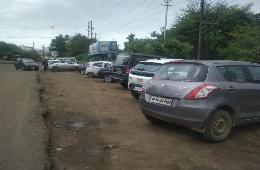 बदस्तूर जारी है अवैध पार्किंग का 'खेल'