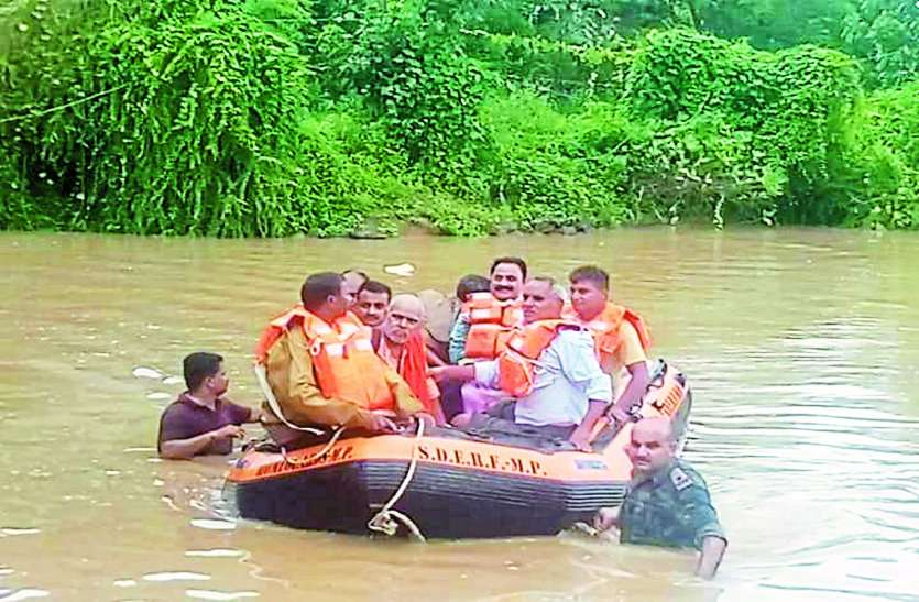 huge rain in gwalior chambal region 36 rescued by army