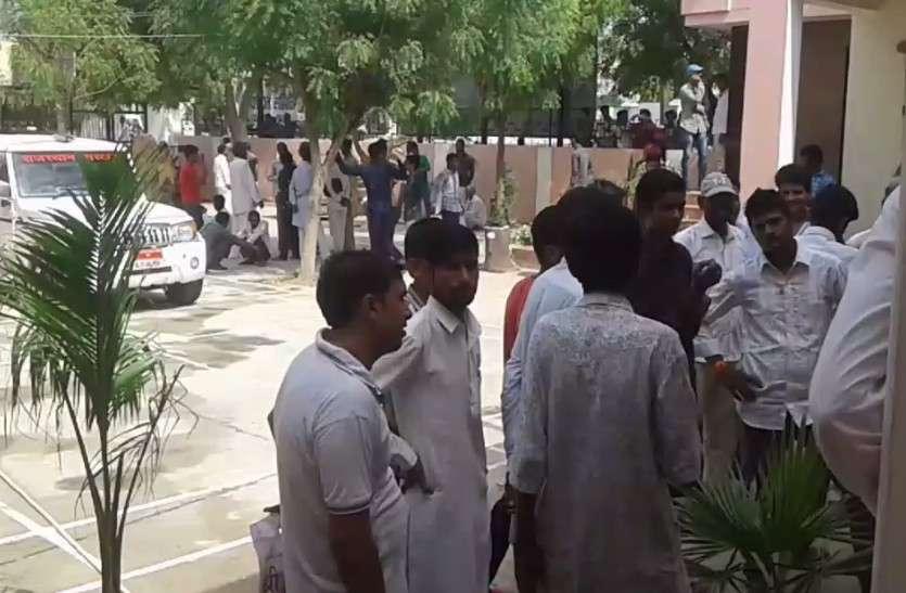 राजस्थान में यहां केवल 95 रूपए में स्मार्ट फोन देेने की घोषणा, मौके पर भारी भीड़