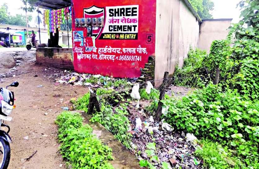 जगह-जगह बन रहा कचरे का ढेर, पालिका नहीं दे रही ध्यान