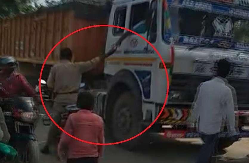 भारत-नेपाल सीमा पर ट्रकों से की जा रही अवैध वसूली