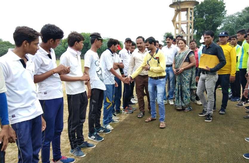 सेमीफाइनल मैचों में दिखा क्रिकेट का रोमांच