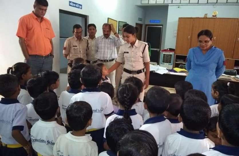 बच्चों को दी गई पुलिस कार्यों की जानकारी