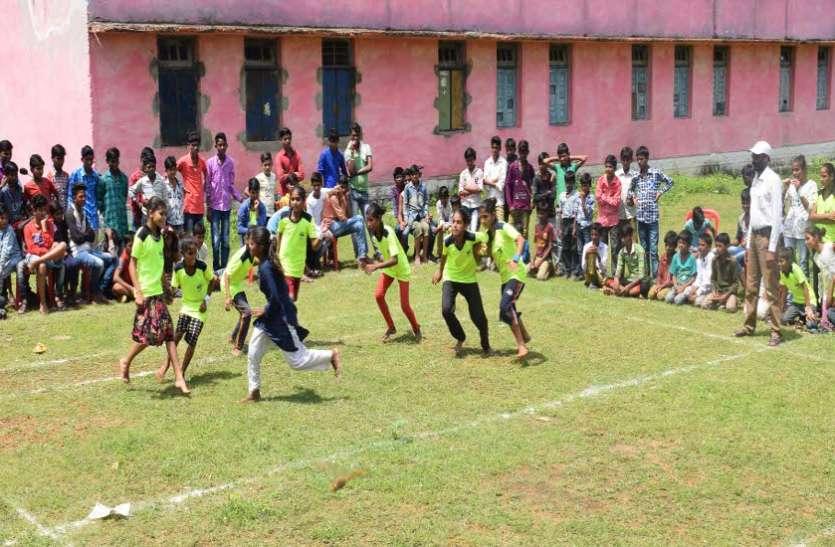कहने को गांव के बच्चे लेकिन खेलों में अव्वल, एेसे दिखा रहे कमाल