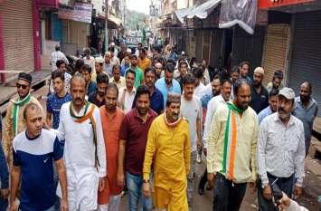CM के पुत्र कार्तिकेय की दुकान के बाहर प्रदर्शन, सड़कों पर उतरी कांग्रेस