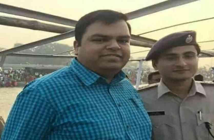 IPS सुरेंद्र दास की तरह इस युवा DM ने भी खुदकुशी कर सभी को चौंका दिया था, देखें वीडियो