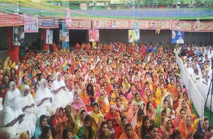 पर्युषण पर्व : भगवान महावीर का जन्मवाचन, त्रिशला नंदन के जयकारों से गूंजा मंदिर