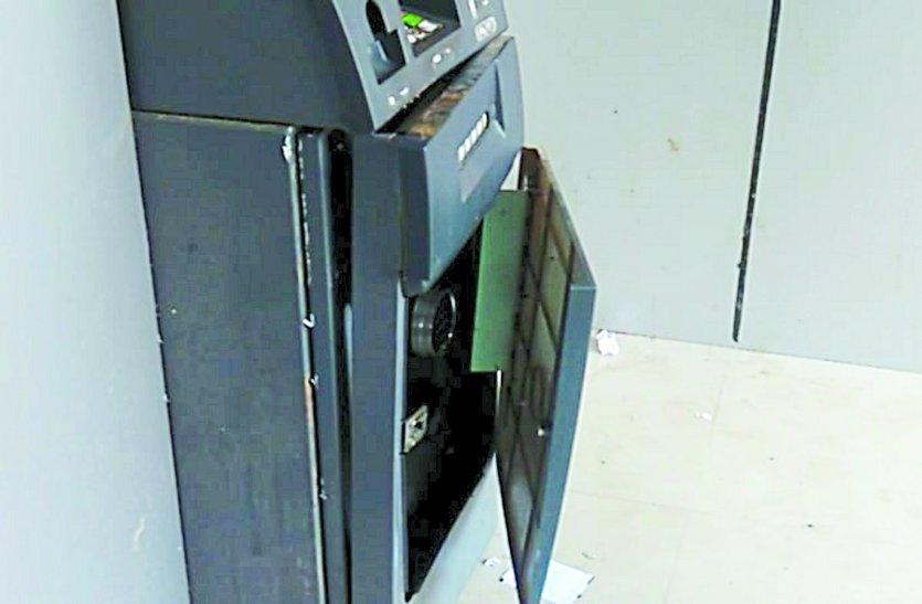 एटीएम टूटे होने से मचा हडंकप, CCTV फुटेज से सामने आई सच्चाई