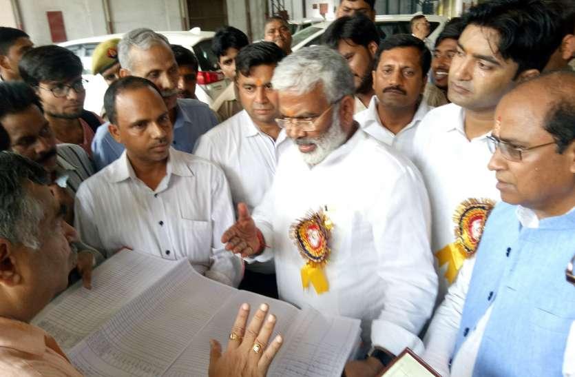 मंत्री स्वतंत्रदेव सिंह बस में बैठकर पहुंचे वर्कशाप, अव्यवस्था देख जीएम से मांगा स्पष्टीकरण