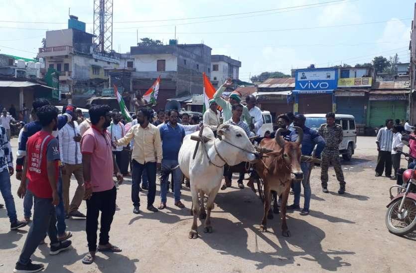 कोण्डागांव में दुकानें व स्कूल बंद, इधर भारत बंद में कांग्रेस कर रही ये अनोखा प्रदर्शन