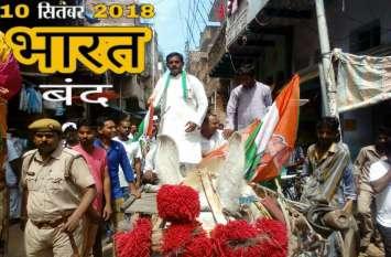 भारत बंद आज, कांग्रेसियों ने बग्घी पर सवार होकर किया महंगाई का विरोध