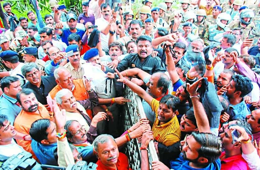 BJP राष्ट्रीय उपाध्यक्ष प्रभात झा सहित कई दिग्गज नेताओं को दिखाए काले झंडे,फिर सामने आया सबसे बड़ा बयान
