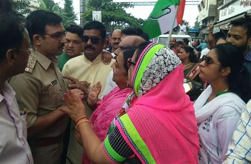 भारत बंद: सुबह से नहीं खुली दुकानें, कांग्रेस का हल्ला बोल
