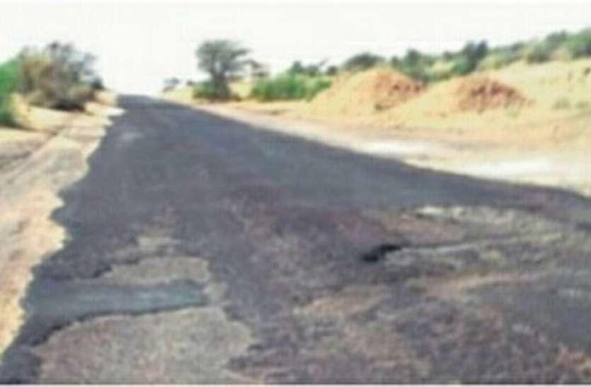 छत्तरगढ़-बीकानेर स्टेट हाईवे जर्जर, सरकार फोर-लेन का वादा कर नहीं बना पाई टू-लेन सड़क, वाहन चालकों का निकलना हो रहा मुश्किल