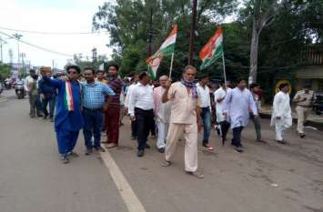bharat bandh: कांग्रेस बंद का असर कम, रैली निकाल दुकानें बंद करवाने निकले कांग्रेसी