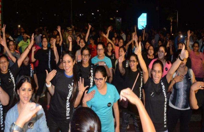 आधी रात को दिल्ली की सड़कों पर लड़कियों ने लगाई दौड़, वजह जानकर चौंक जाएंगे आप