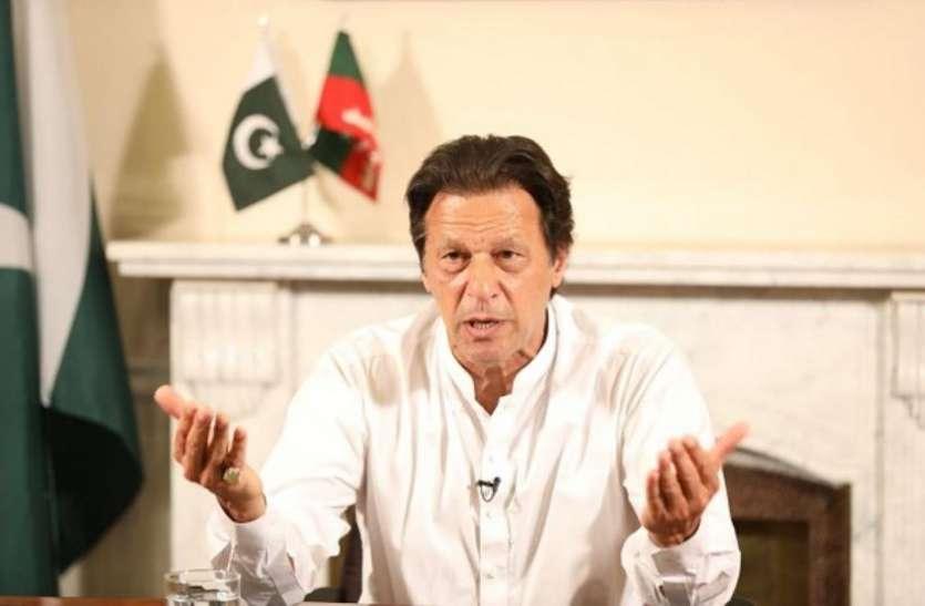 कर्ज में डूबा पाकिस्तान लगा सकता है लग्जरी कारों, स्मार्टफोन्स के आयात पर पाबंदी