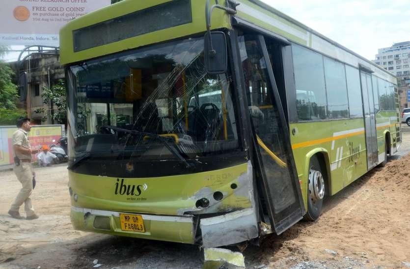सीएसपी की जीप को आई बस ने मारी टक्कर, सीएसपी हुई घायल
