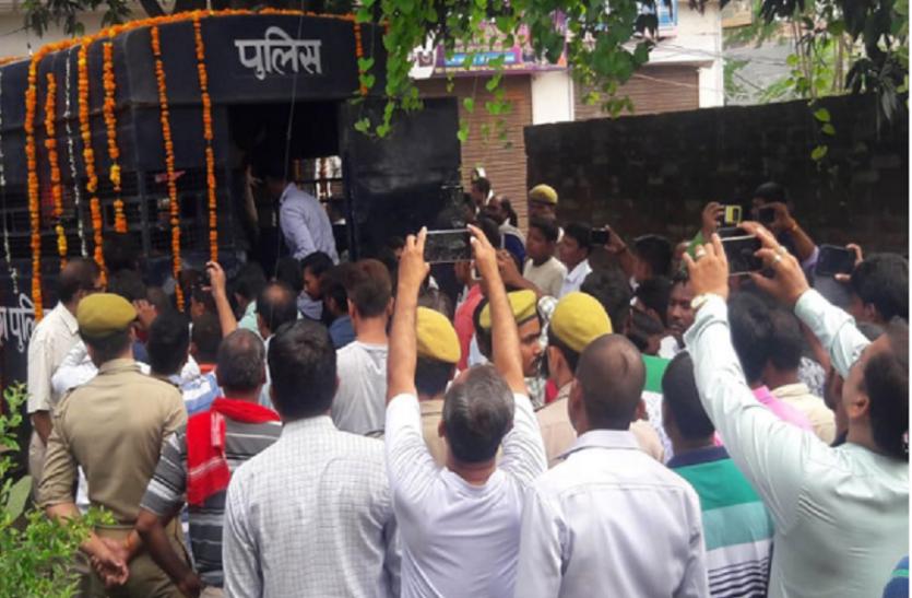 एक थे जिंदादिल आईपीएस सुरेंद्र दास, जिन्हें लखनऊ में भाई से मिली मुखाग्नि
