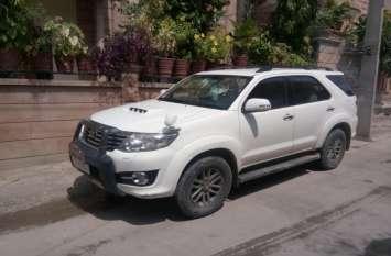 निवर्तमान अध्यक्ष कांता ग्वाला की कार पर हमला, पथराव में फूटे कांच