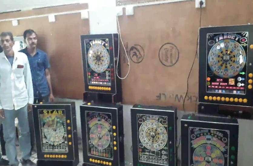 राजस्थान पुलिस की बड़ी कार्रवाई, कैसीनो में जुआ खेलते 13 गिरफ्तार, मशीनें और नगद भी बरामद