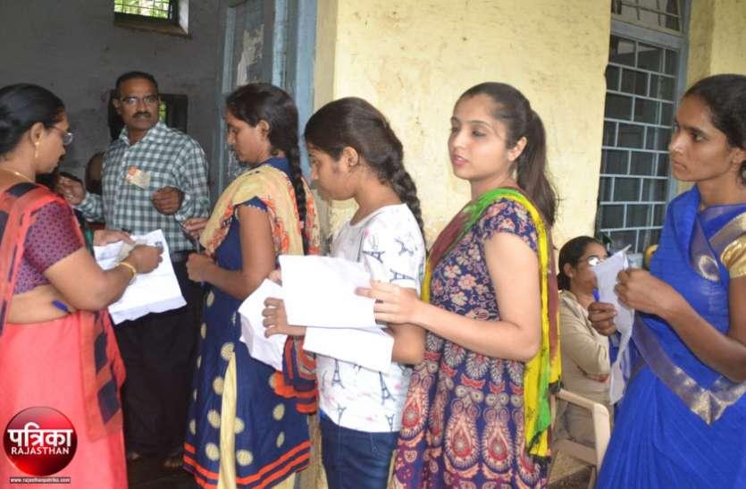 LDC Exam 2018 : संभाग में किए परीक्षा केन्द्र तो उपस्थिति में लगा 'हाई-जम्प', परीक्षार्थी 30 फीसदी अधिक पहुंचे