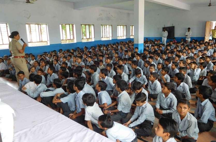 थाना प्रभारी ने विद्यार्थियों को पढ़ाया कानूून का पाठ