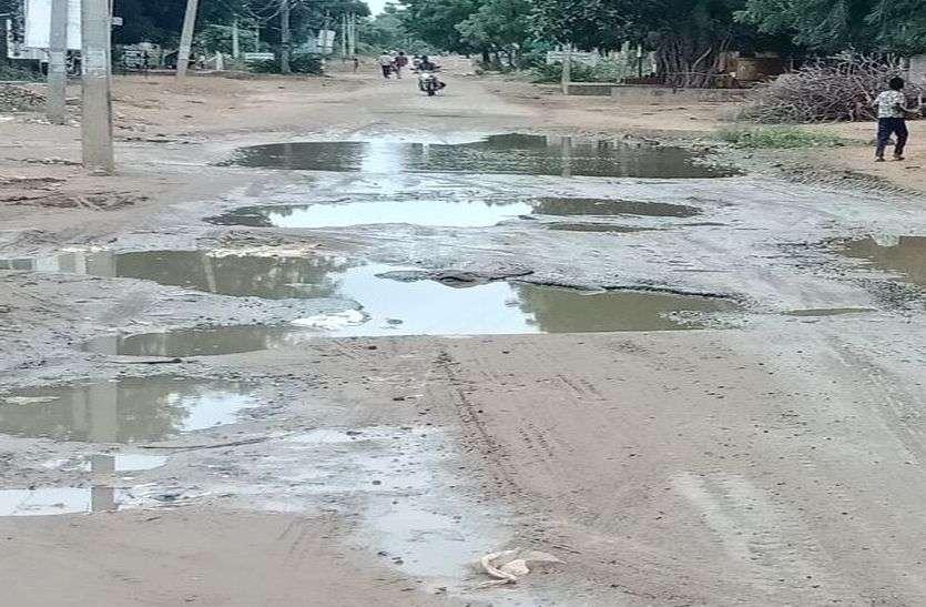 जावाल से मनादर क्षतिग्रस्त सड़क दे रही दर्द