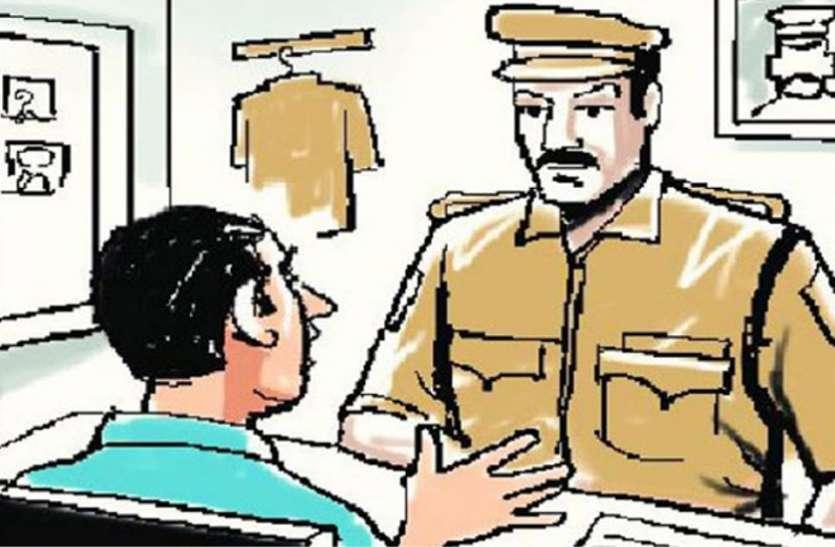 विरोधाभासों के बाद भी युवक को आरोपी बनाकर भेजा जेल, बचाने के लिए भटक रहा भाई
