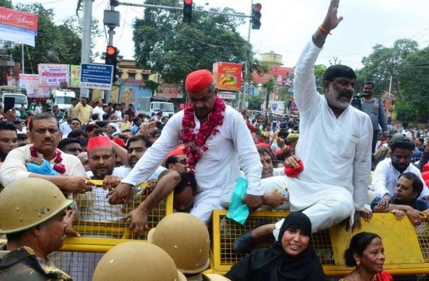 भारत बंद में दिखी लालटोपी की धमक, अखिलेश के साथ आए शिवपाल समर्थक