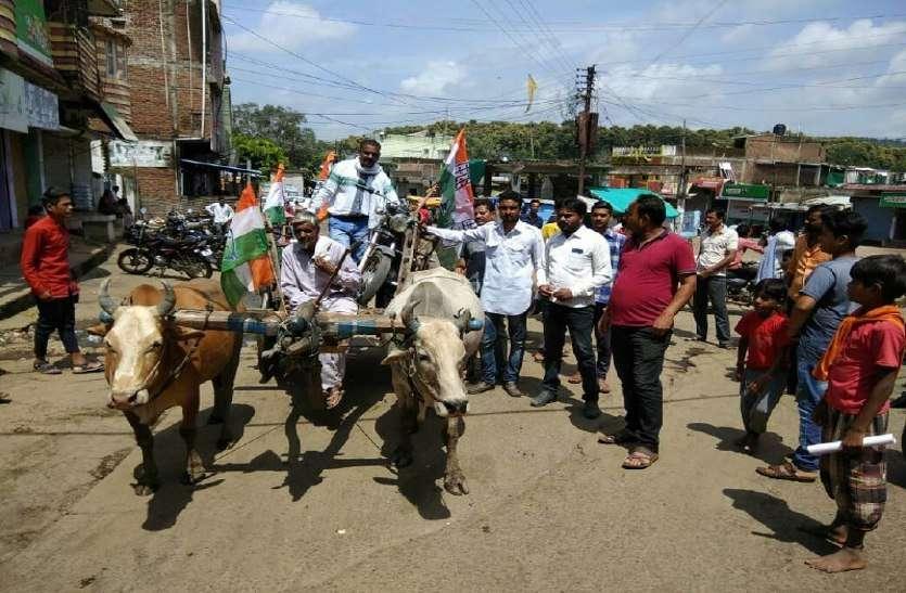 कांग्रेसियों ने ऐसे किया मंहगाई का विरोध, दोपहर तक 50 प्रतिशत भारत बंद रहा