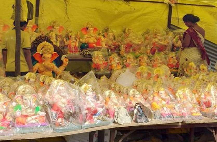बाजारों में पीओपी की मूर्तियों की भरमार